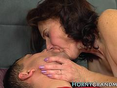 Mature lady gets cum